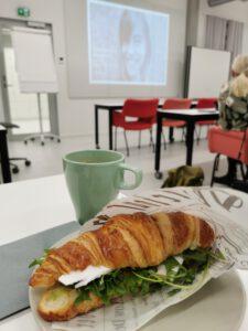 Croissant ja kahvi, aah